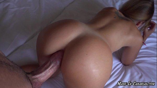 Jovencita cachonda me pide sexo anal en hotel de vacaciones