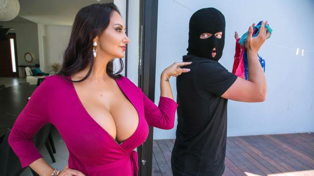 4Share Mom's Panty Bandit – Ava Addams