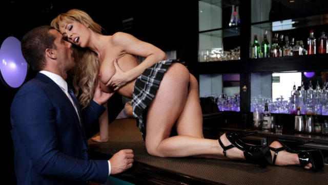 4Share Dive Bar Anal – Cherie Deville