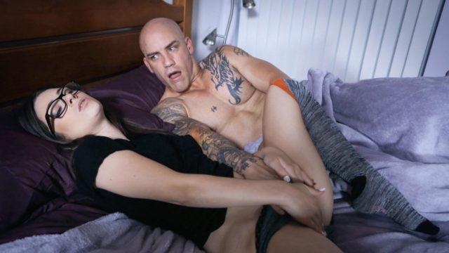 4Share Platonic Turns Pornographic – Kenzie Taylor