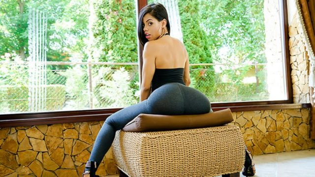4Share Sexy Latina Shows Us Her Positions – Canela Skin