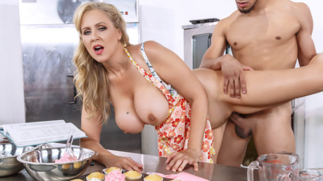4Share Glazed and Cumfused – Julia Ann