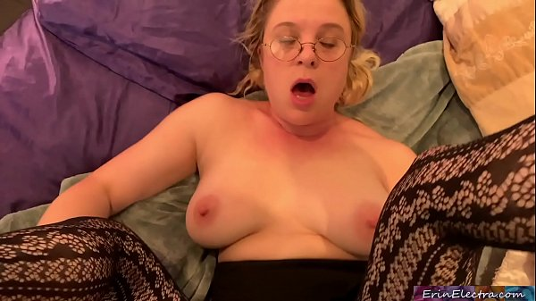 Stepdaughter helping to make a porno – creampie home video