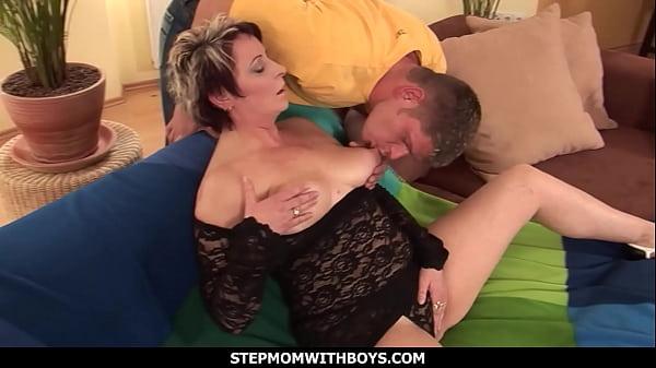 StepmomWithBoys – Hey Stepmom I Really Want To Fuck You Badly 12 min