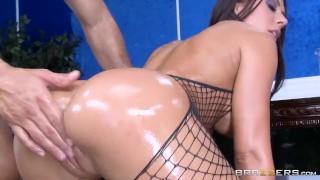 Rachel Starr Shows off her sexy ass  – Brazzers